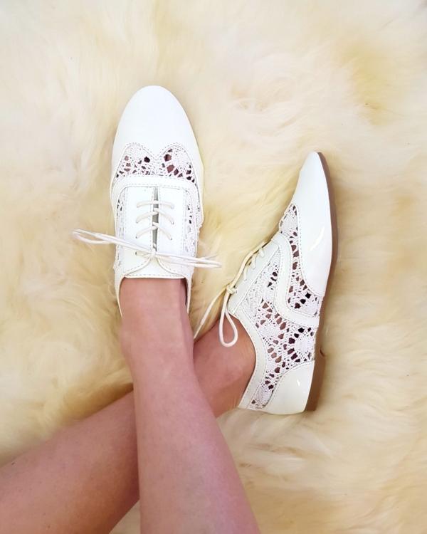 Heegeldatud jalatsid, valge